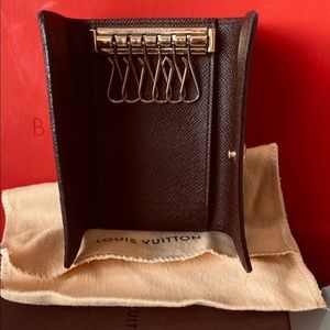 Authentic Louis Vuitton 6 / Six Key Holder